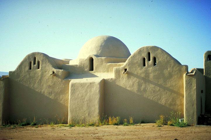 The mosque was built by and for a new experimental community, whose members received instruction from the architect, Hassan Fathy and his team of Nubian masons (who came to the US especially for the purpose) in the building techniques of vault and dome construction used in upper Egypt. Constructed entirely with mud brick it has much in common with the local adobe tradition.