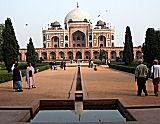 Humayn's tomb (Delhi, India) courtesy J Mamani, 2006