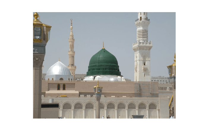 The Green dome in Medina that encloses the tomb of the Prophet Muhammad and the early Caliphs Abu Bakr and Umar. Source: Syed Wali Peeran (Creative Commons).