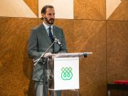 Prince Rahim Aga Khan addressing staff and students during the IIS' 40th anniversary celebration.